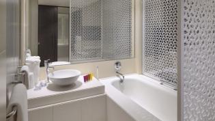 Vida-Downtown-Dubai-Deluxe-Room-bathroom